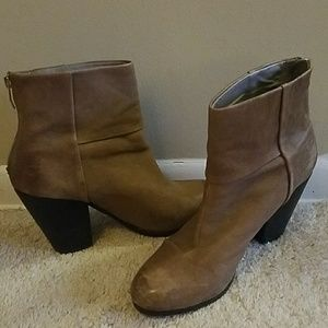 VINCE CAMUTO Leather Ankle Boots Block Hee…